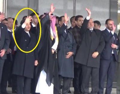 日本での日程を終え、中国へ向かったサウジアラビアのサルマン国王=を見送る皇太子さま西畑志朗撮影