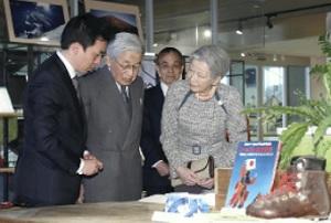両陛下、田部井さん回 顧展に
