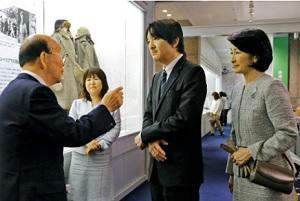 秋篠宮夫妻、舞鶴引揚記念館を初訪問 京都、抑留体験者と懇談