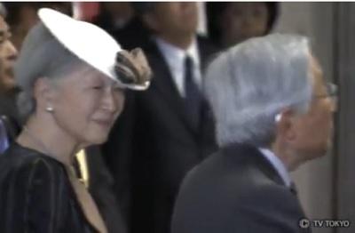 天皇皇后両陛下 高岡伝統の「御車山」をご見学