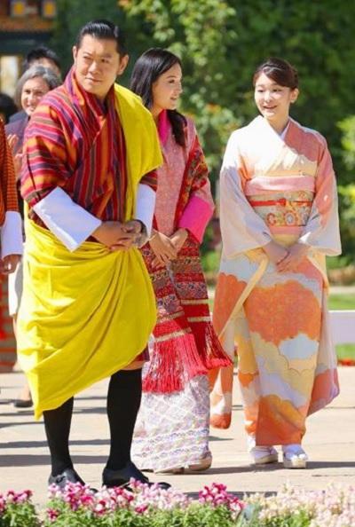 「花の博覧会」をブータンのワンチュク国王夫妻と視察される眞子さま=4日、ティンプー(代表撮影・共同)