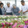 両陛下、静養で那須御用邸に…園芸農家を訪問