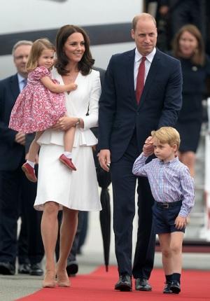 ポーランドに到着したウイリアム王子一家