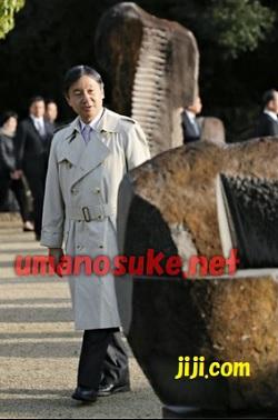 香川県作品を見て回る皇太子
