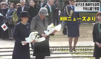 オランダ王室のローレンティン妃とともに爆心地を示す石碑の前に白い花束を供える紀子妃殿下