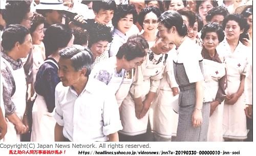 天皇皇后両陛下、日本赤十字社の写真パネル展をご覧に