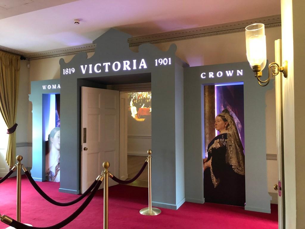 Entrada da Exposição sobre a vida da Rainha Vitória no KP.
