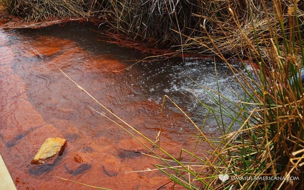 Fonte de água gaseificada durante o passeio ao Glaciar Pastoruri, no norte do Peru