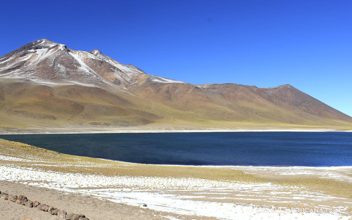 Laguna Miscanti, uma das Lagunas Altiplânicas chilenas, no Deserto do Atacama