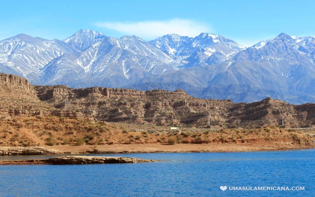 Cordilheira dos Andes em Mendoza, visto do Embalse Potrerillos