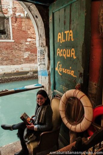Livraria Acqua Alta em Veneza - Itália7