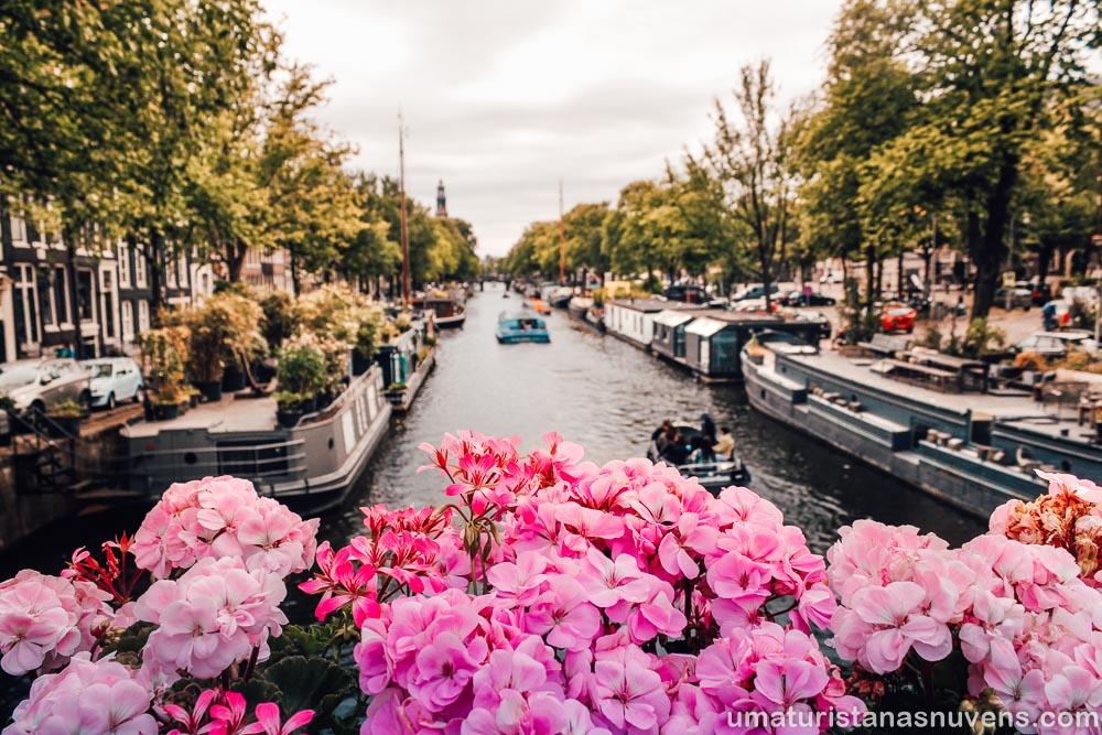 Canal Prinsengracht no Jordaan em Amsterdam - primavera na Holanda