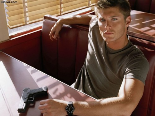179724_2RIF5MOUESYY7W3AMZZEXAOYJP4MYH_hot_background_of_jensen_ackles_H031900_L