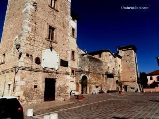 San Giacomo di Spoleto, la piazza e il castello