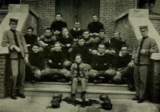 football-team-from-1911-reveille