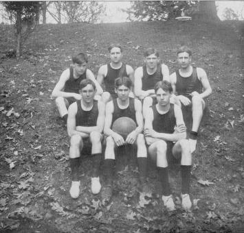 Men's basketball team, 1905