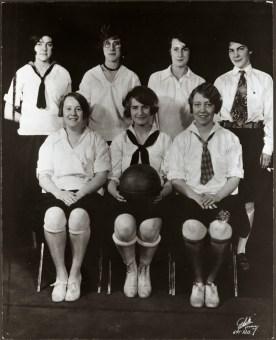 Women's basketball team, 1927