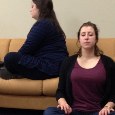 Juniors Amanda Schwartz and Ilana Lupovitch meditate on the couches. (Photo by Jacob Schaperow)