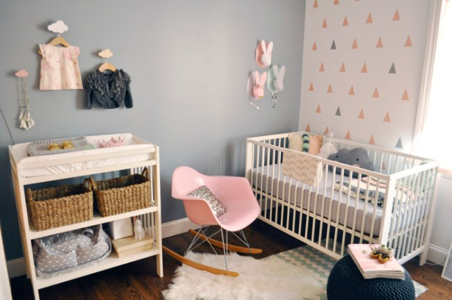 um-doce-dia-quarto-bebe-branco-rosa-cinza-verde-01