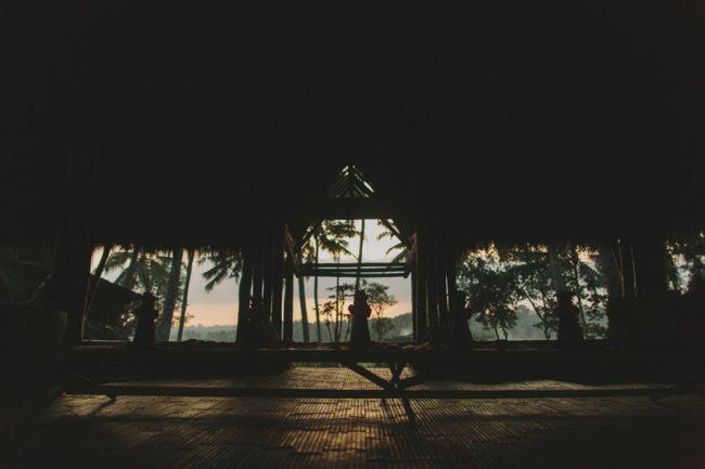um-doce-dia-casamento-em-bali-indonesia-banyan-04
