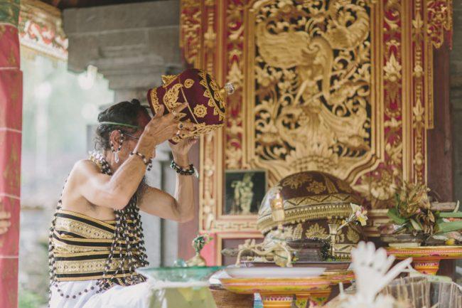 um-doce-dia-casamento-em-bali-indonesia-banyan-38