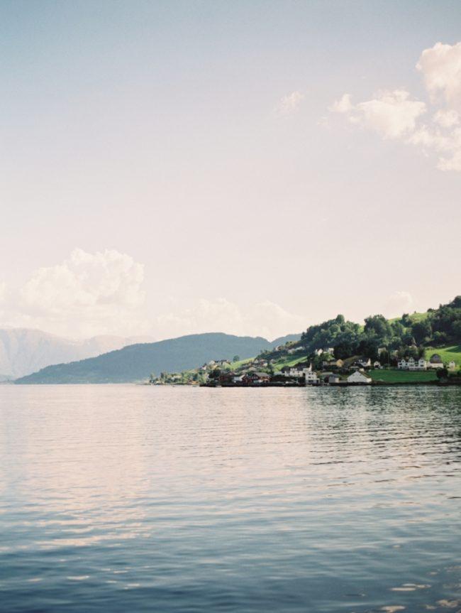 um-doce-dia-casamento-renovando-os-votos-nina-e-wes-na-noruega-24