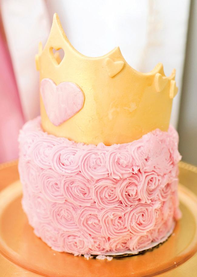 um-doce-dia-festa-da-princesa-tons-de-rosa-e-dourado-11