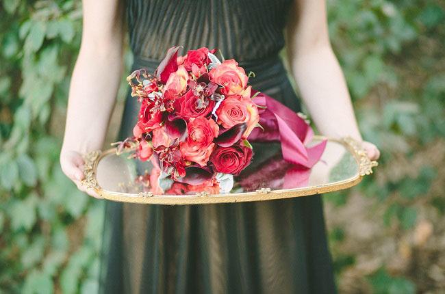 um-doce-dia-casamento-com-os-tons-do-bordo-hades-e-persefone-05