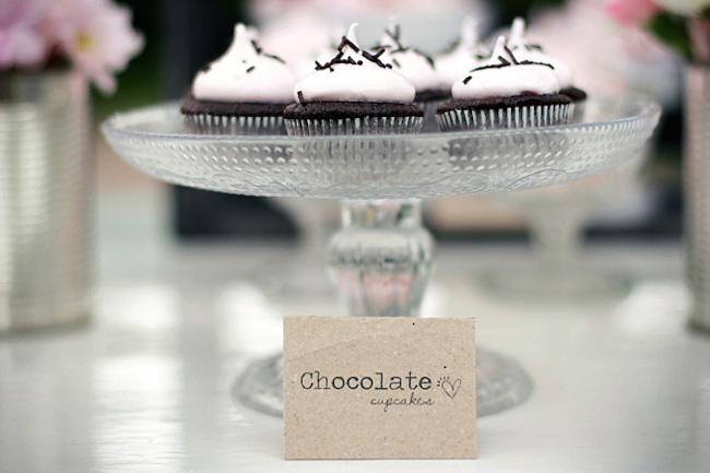 um-doce-dia-decoracao-mesa-de-sobremesas-lindo-rustico-e-rosa-05