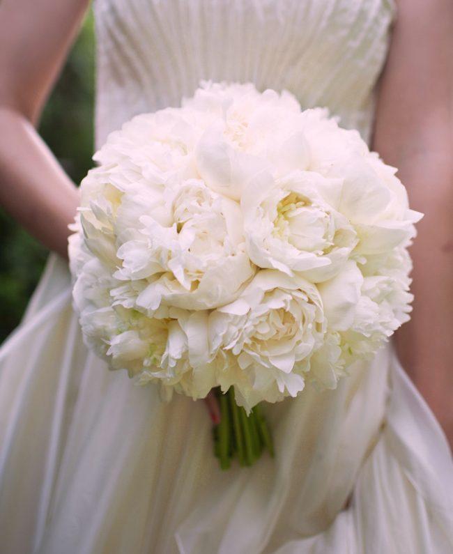 um-doce-dia-casamento-em-casa-peonias-e-um-toque-azul-10