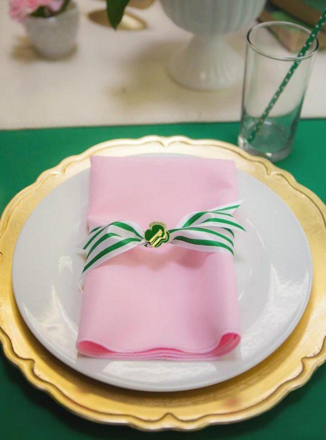 um-doce-dia-festa-de-meninas-pequenas-escoteiras-11