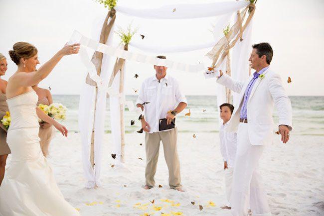 um-doce-dia-casamento-era-uma-vez-o-arroz-fotografia-sarah-lyn-revoada-de-borboletas-01