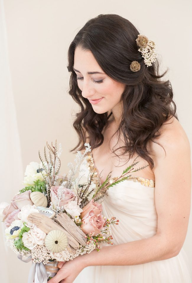 Ruffled - photo by http://www.mikkelpaige.com/ - http://ruffledblog.com/coordinating-bouquets-with-invitations/