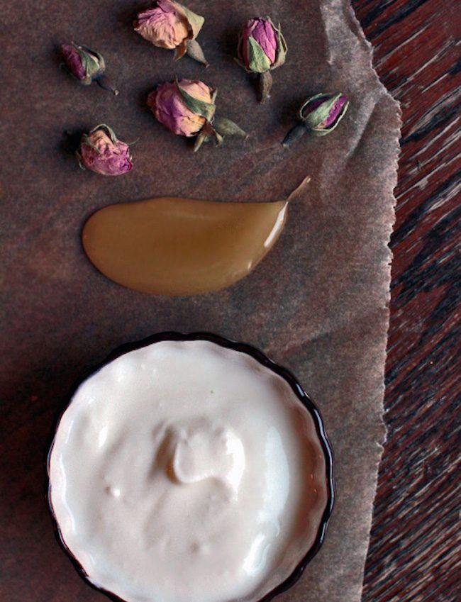 um-doce-dia-diy-mascara-de-rosas-com-iogurte-e-mel-01