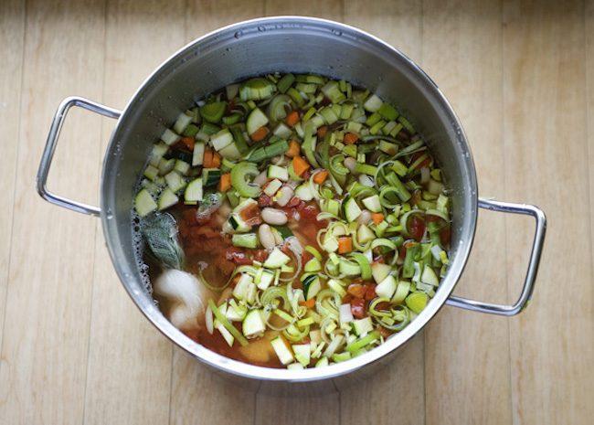 um-doce-dia-receita-minestrone-vegetariano-de-uma-panela-so-02