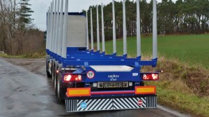 preprava-dlouheho-dreva_NPK-39_off-road-promo19