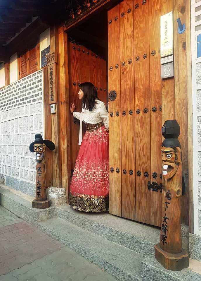 Wearing a hanbok in Seoul Korea