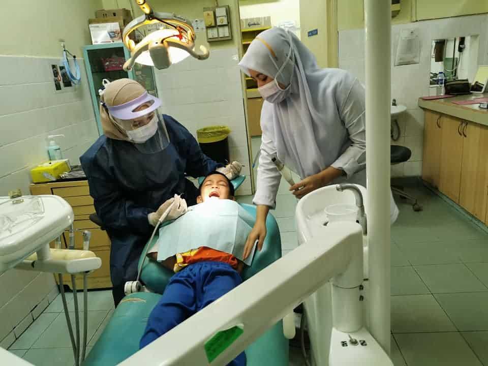 Cara hilangkan karies gigi anak