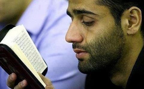 Berusaha Menangis Saat Membaca Al-Qur'an