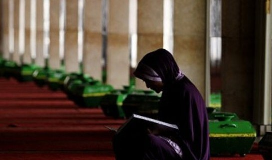 Belajar Al-Qur'an pada Guru yang Indah Bacaannya