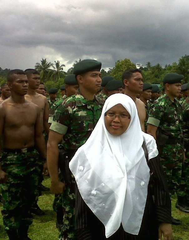 Yoyoh yusroh bersama anggota TNI dalam kunker komisi i