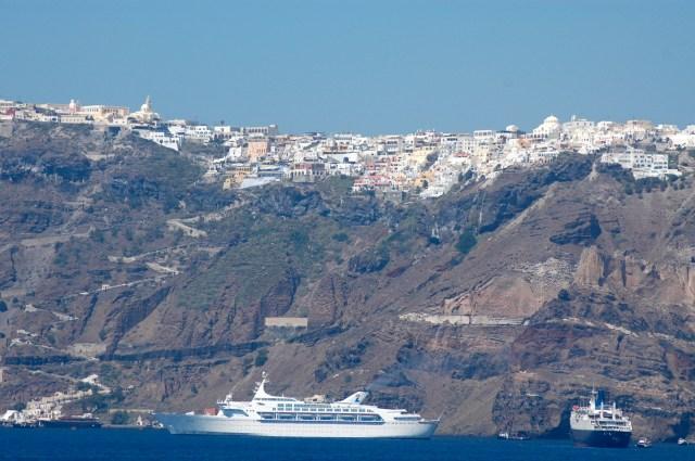 Muita emoção na chegada a Santorini
