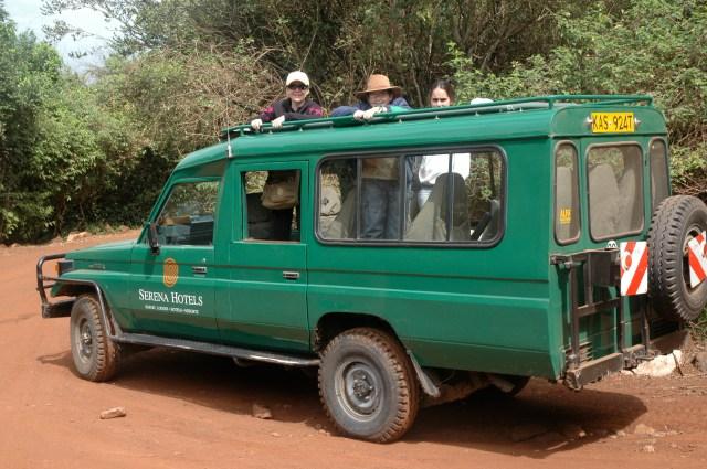Os carros são adaptados para o safari