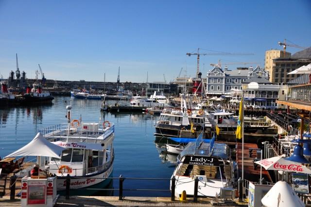 As embarcações ficam bem protegidas no Waterfront.