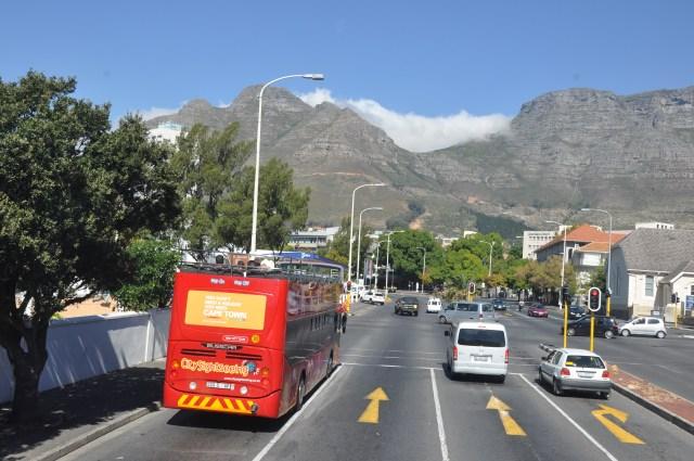 O ônibus vermelho, uma das boas maneiras de conhecer a cidade