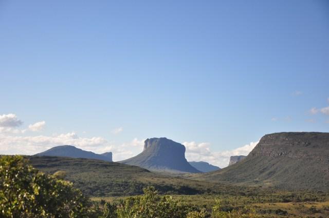 O Morrão se destaca na paisagem ao fundo.