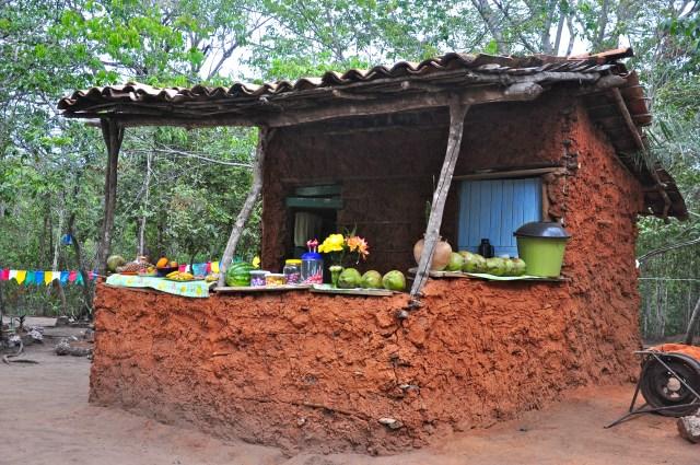 Barraca de taipa no caminho do Ribeirão do Meio.