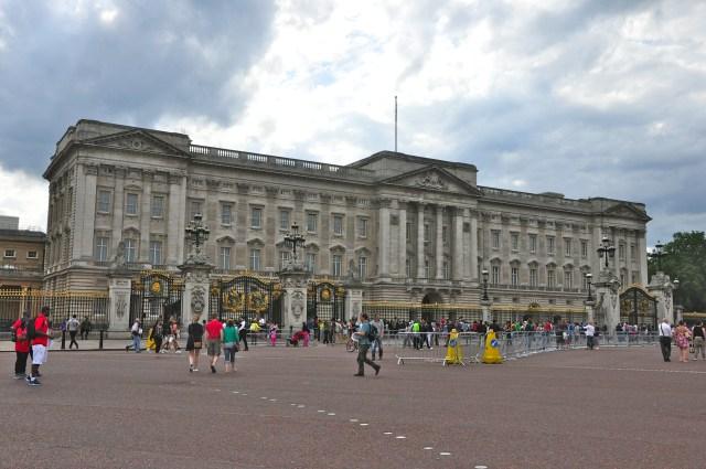 O Palácio de Buckingham.