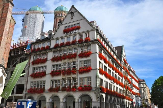 Belo edifício no centro histórico de Munique