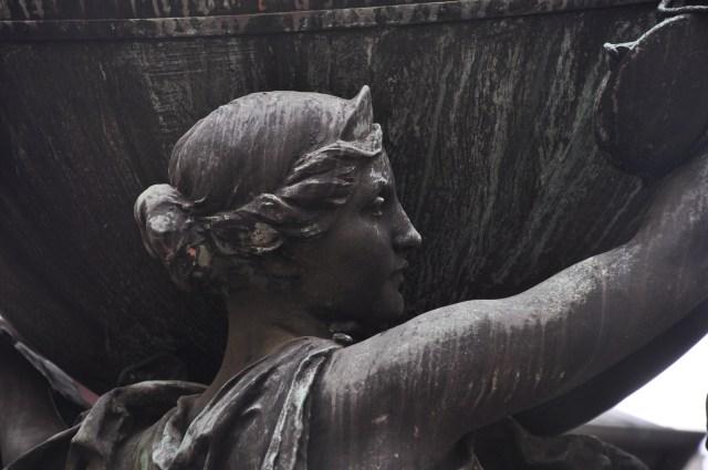 Detalhe de escultura de Bartholdi em Colmar.